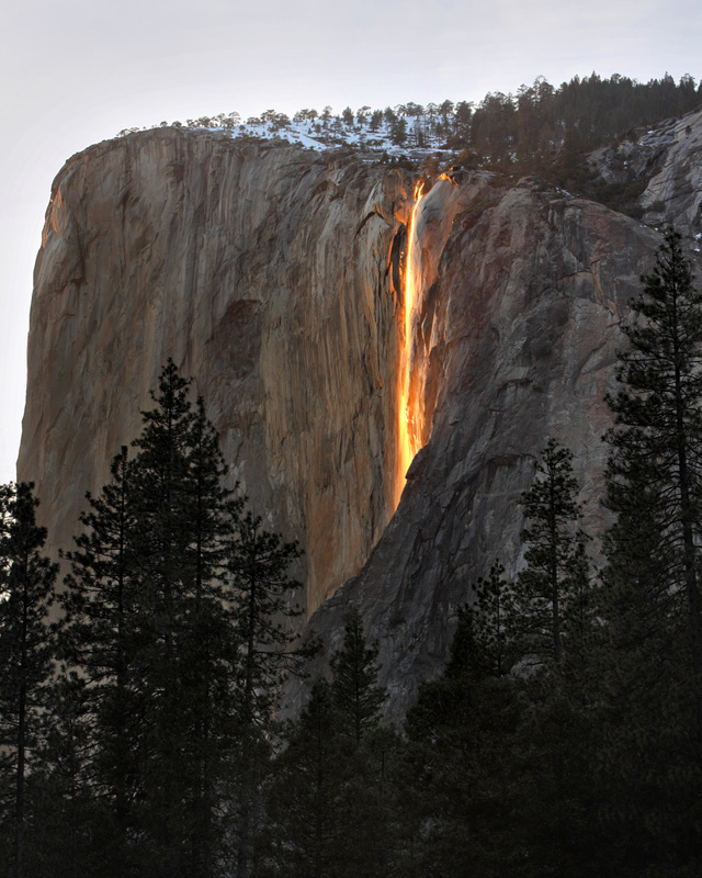 http://travelogue.betacantrips.com/wp-content/uploads/2013/08/Horsetail-Firefall.jpg